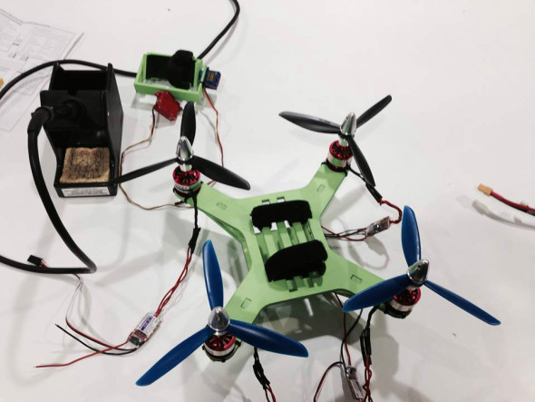 Un arquitecto madrileño diseña el primer dron plegable de bajo costo