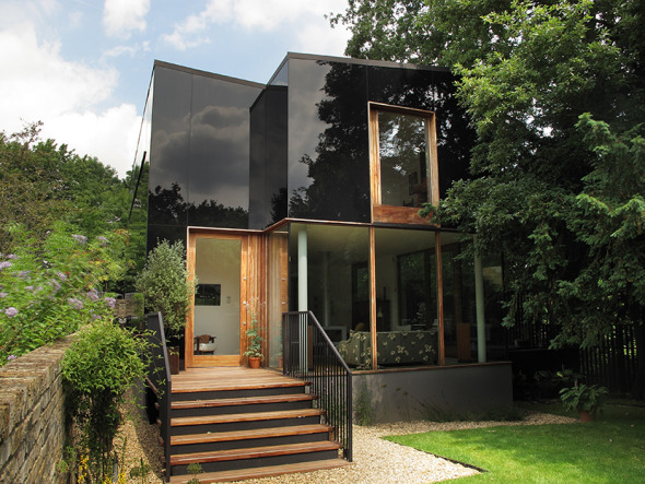 Casa de vidrio negro