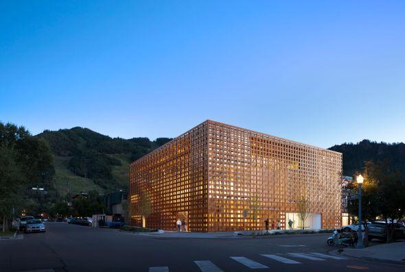 Arquitecto japonés, producto español, edificio cosmopolita. [Shigeru Ban]