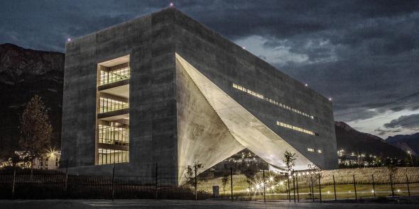 La Puerta de la Creación de Tadao Ando recibe premio por su iluminación