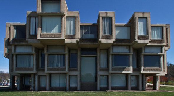 Arquitecto presenta un plan para salvar edificio brutalista
