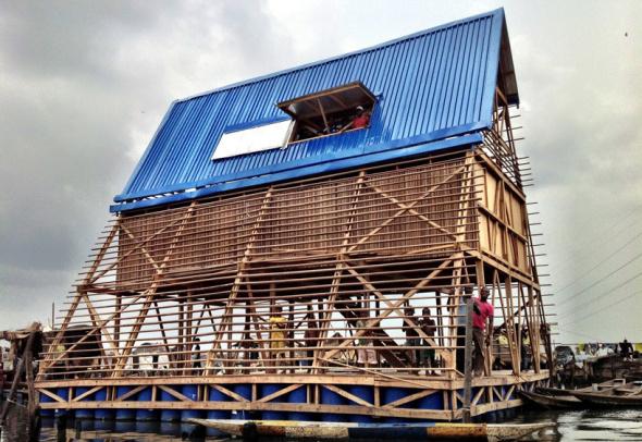 Escuela flotante en África
