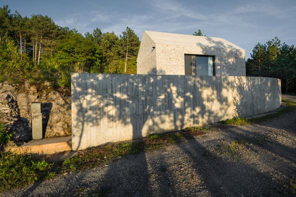 Casa compacta rocosa
