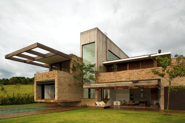 Casa construida con escombros
