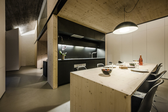 Casa compacta de piedra