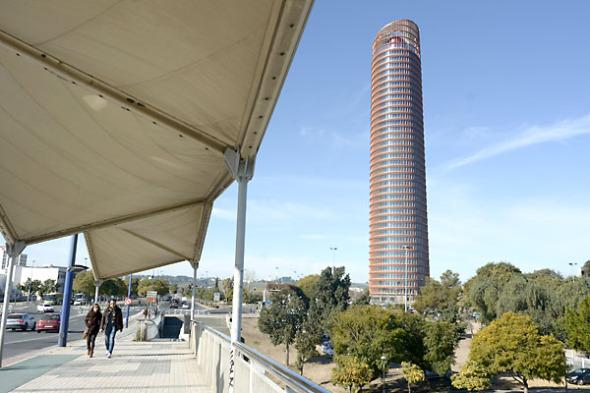 Caixabank quiere un nombre local para la torre Pelli