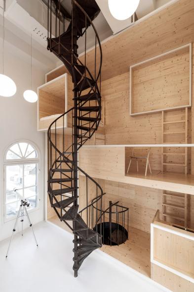Arquitectura en madera al estilo de Alicia en el país de las maravillas