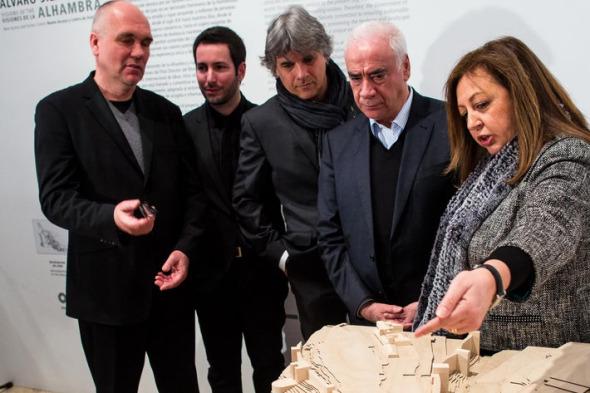 El arquitecto Álvaro Siza exhibe sus visiones de la Alhambra en el Palacio de Carlos V