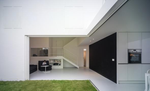 OAM Arquitectos proyecta una vivienda en la que prima la diafanidad