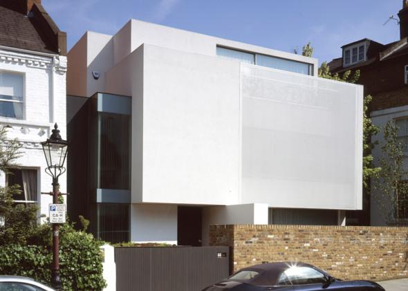 Tela elástica oculta en ventanas y balcones de la casa de un artista de Hampstead