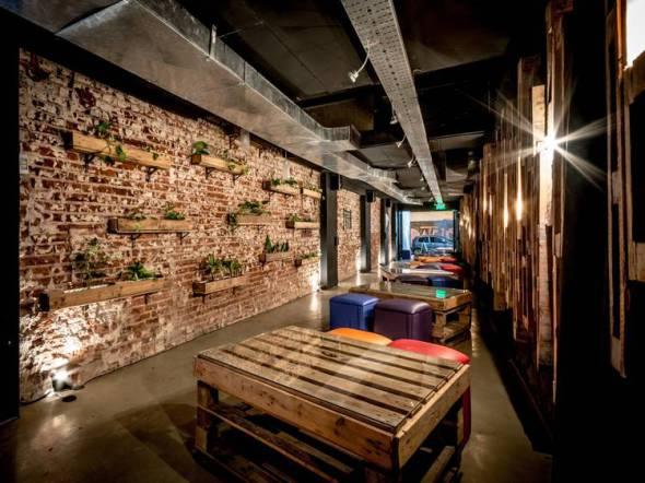 decoracion de interiores bares rusticos:operaciones sobre los pallets fueron sencillas: sacar de un lugar para