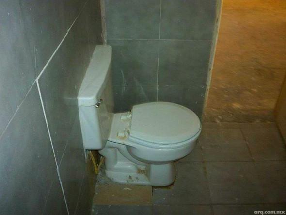 Humor en la arquitectura. Baños empotrados