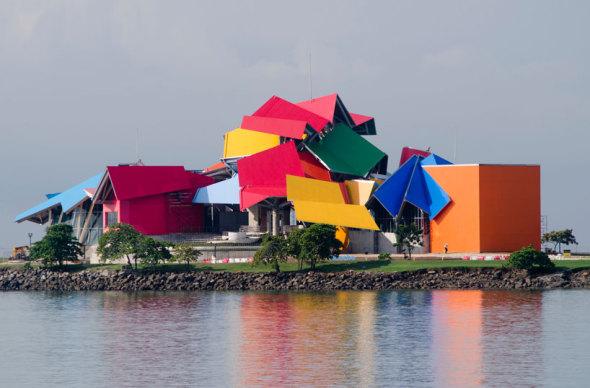 Abierto y ventilado. Museo de la Biodevirsidad de Frank Gehry