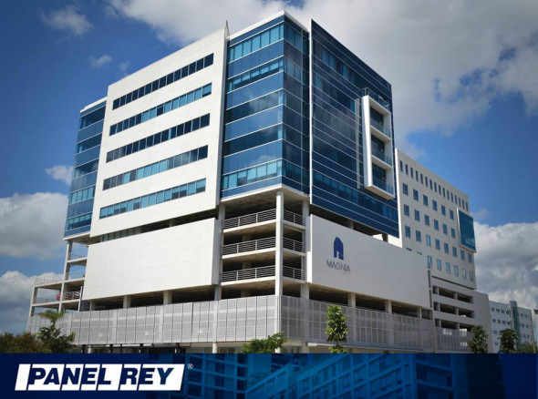 Magnia Corporate Center edificio construido con productos de Panel Rey