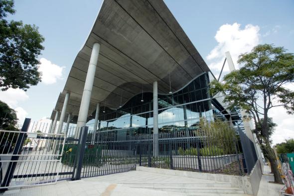 Este edificio es una celebración del espacio y la luz. Norman Foster