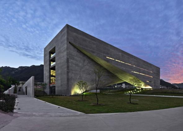 Portada de libro de Tadao Ando presenta un proyecto hecho en México