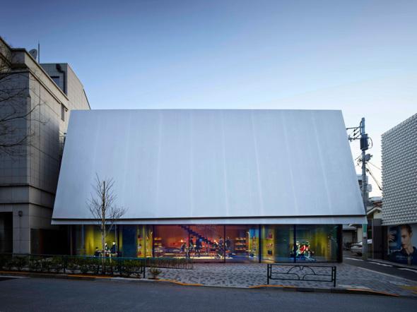 La tienda revestida en Tokio por Herzog and de Meuron