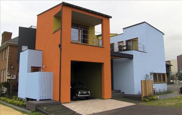 Las viviendas japonesas de Javier Mariscal apuestan por el color y la asimetría