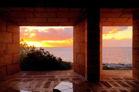 Jorn Utzon diseñó una casa que respira arquitectura tradicional balear mezclada con la vanguardia
