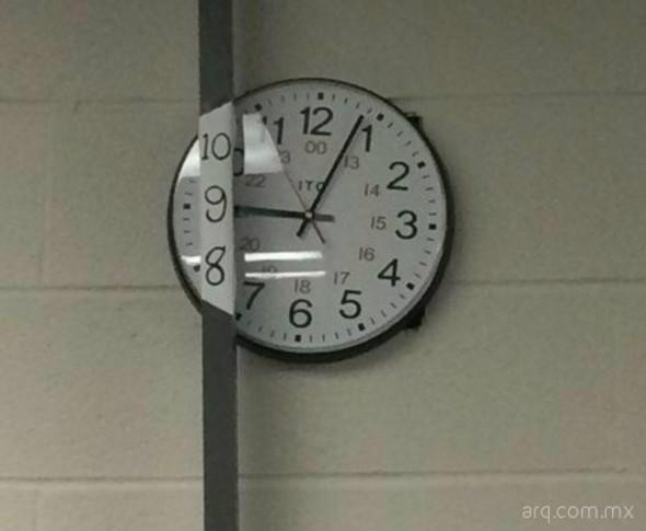 Humor en la arquitectura. Ubicación de reloj
