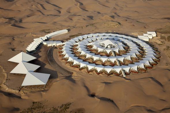 Hotel que flota en el desierto en China