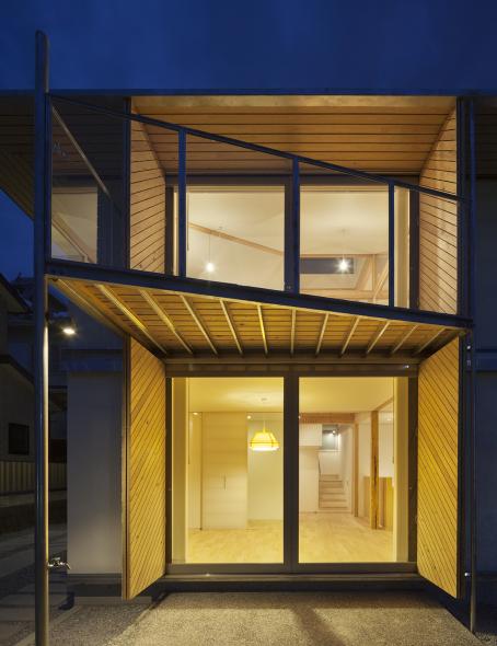 Vivienda japonesa utiliza material de madera más fuerte que el acero ...