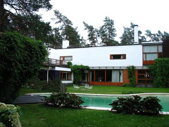 La Villa Mairea, una estructura que se integra con el paisaje y cultura de las que forma parte. Alvar Aalto