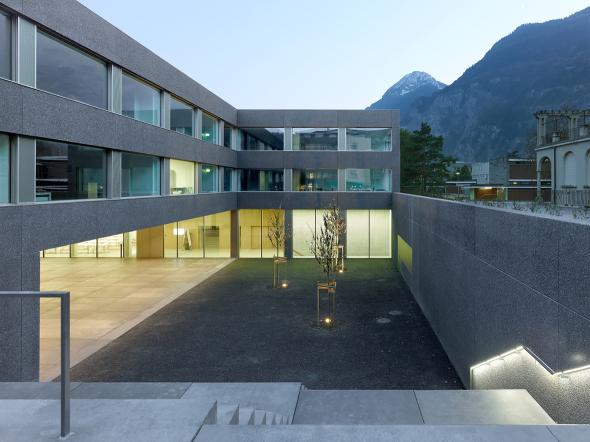 Escuela en forma de U en Suiza
