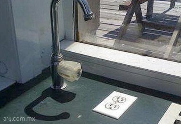 Humor en la Arquitectura. Instalaciones eléctricas e hidráulicas