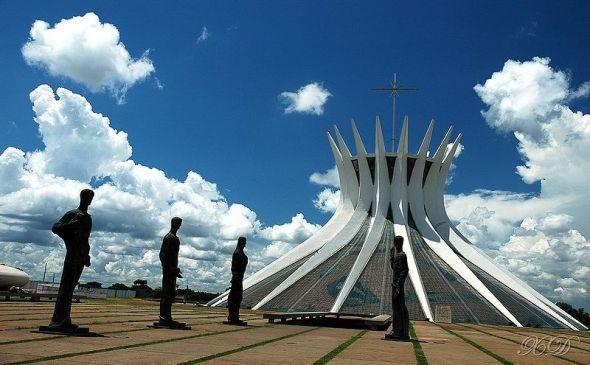 Oscar Niemeyer llega a Tokio
