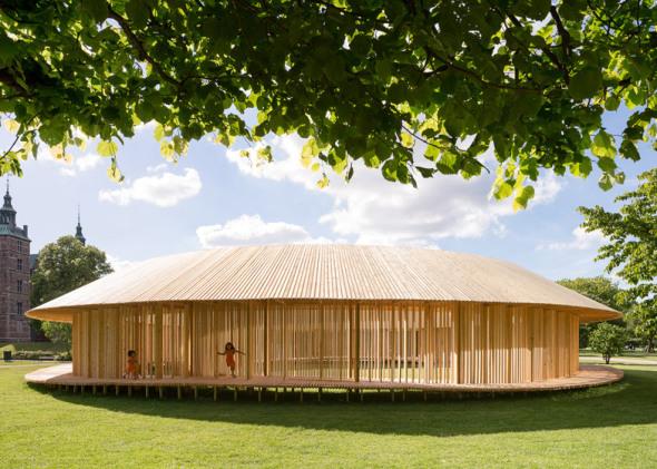 Estructura circular creada a partir de madera de origen local