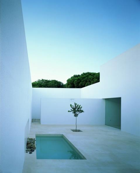 Quieres hacer una vivienda buena, bonita y barata. Llama a un arquitecto