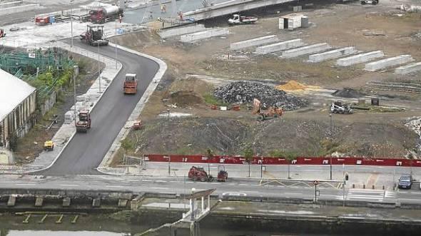 Concluido el asfaltado del puente Gehry antes de su apertura peatonal