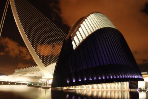 Calatrava asegura que nunca certificó el fin de las obras del Ágora y que siempre ha insistido en su provisionalidad