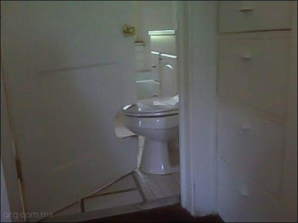 Humor en la arquitectura. Puertas de baño