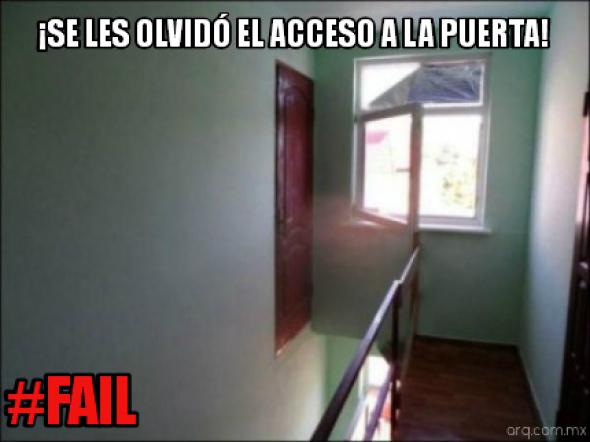 Humor en la arquitectura. Puerta sin acceso