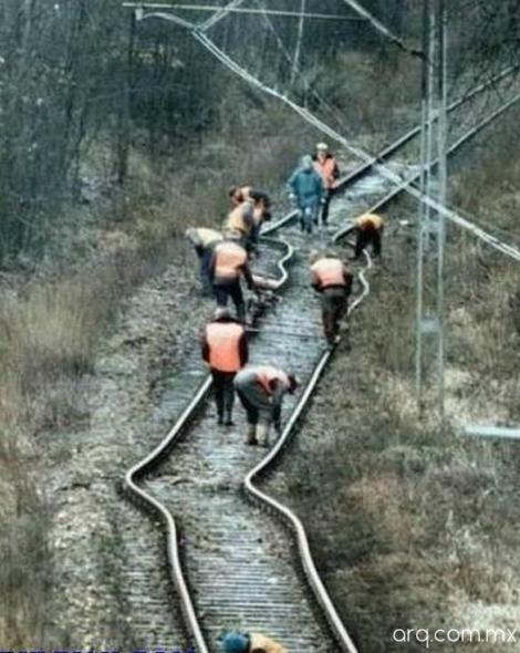 Humor en la arquitectura. Trazado de vías de tren