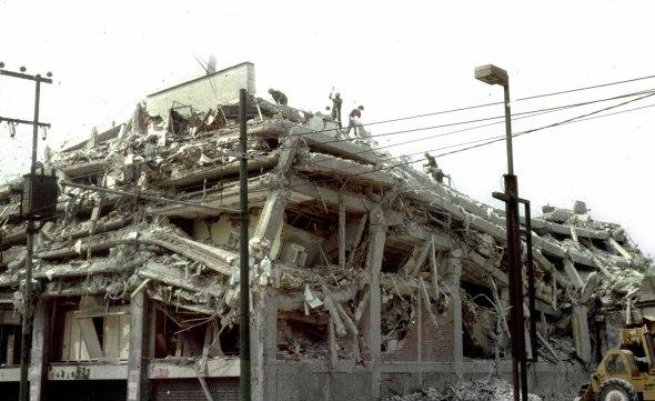 Reúne libro testimonios y fotografías sobre sismo de 1985