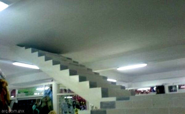 Humor en la arquitectura. Escaleras a ninguna parte