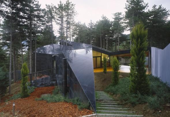 La vivienda oculta en el bosque