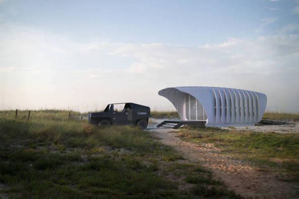 Edificio y auto con impresión 3D. El motorhome ecológico para vivir lejos de todo