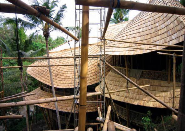 Bali alberga condominios de lujo de bambú