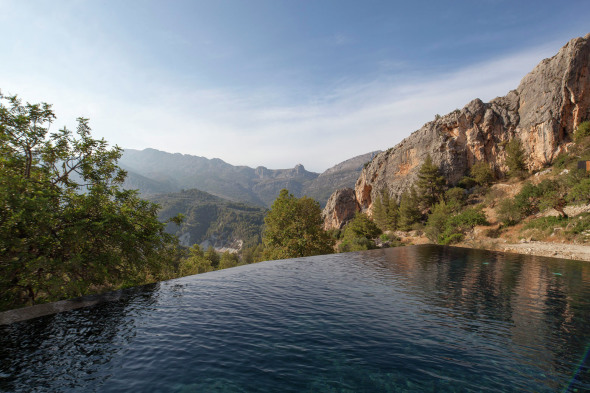 Hotel integrado a la naturaleza