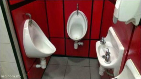 Humor en la arquitectura. Baños compartidos