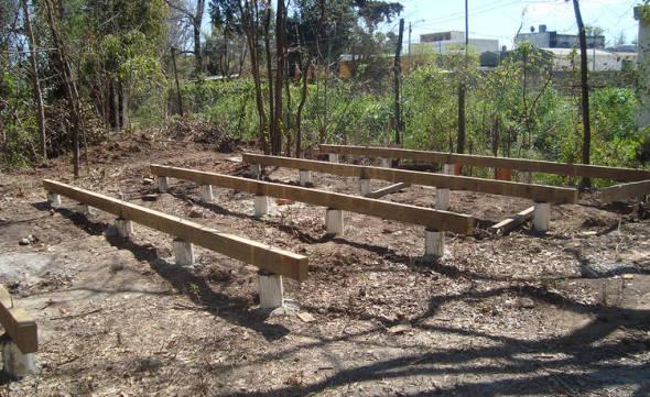 Construcción en madera. Fundación, platea y basamento