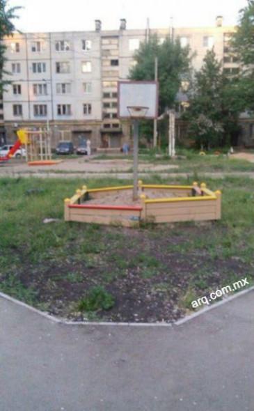 Humor en la arquitectura. Tablero de basquetbol