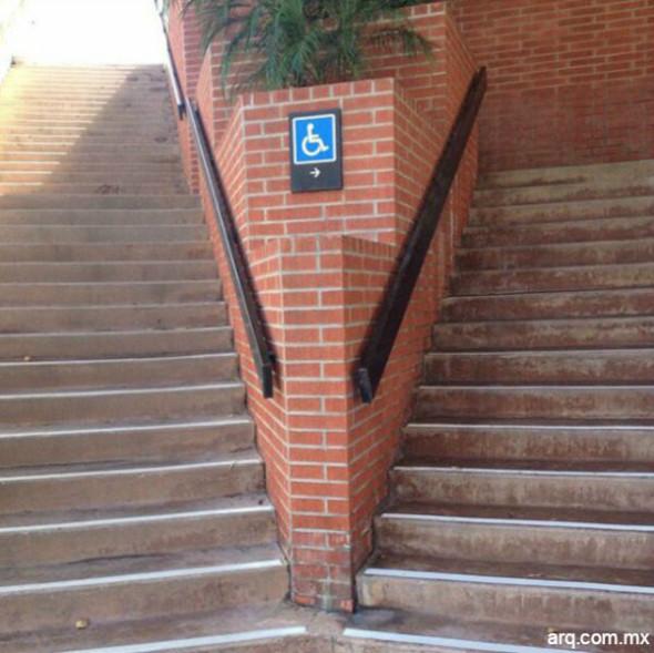 Humor en la arquitectura. Escalera para personas con discapacidad