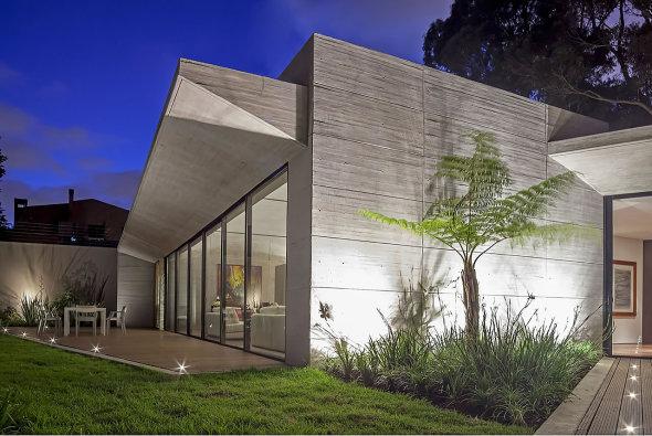 Casa con muros de concreto gris perla noticias de - Amutio y bernal arquitectos ...