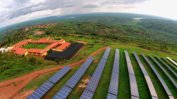 El proyecto de energía solar más rápido de África proporciona energía limpia en la rural Ruanda