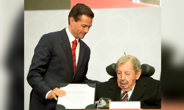 Arquitecto Fernando López Carmona recibió el premio Nacional de Bellas Artes